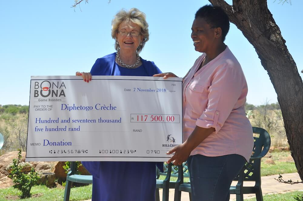 Diphetogo Créche visits Hillcrest Game Estates and receives R117 500 from Bona Bona